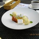 【デザート】ホワイトチョコをコーディングしたぶどうと白ワインのジュレ ハーブをアクセントに [ルヴェソンヴェール南大沢]