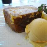 【デザート】パンペルデュ パイナップルのソテーとキャラメルのアイスを添えて