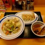 中華丼餃子付き670円 [東秀]