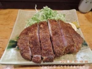 「特厚ロースかつ(300g)」 ご飯、お味噌汁、お新香付きで2100円